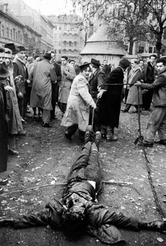 de-biasi_linciaggio-del-cadavere-di-un-agente-dell-ahv-1956